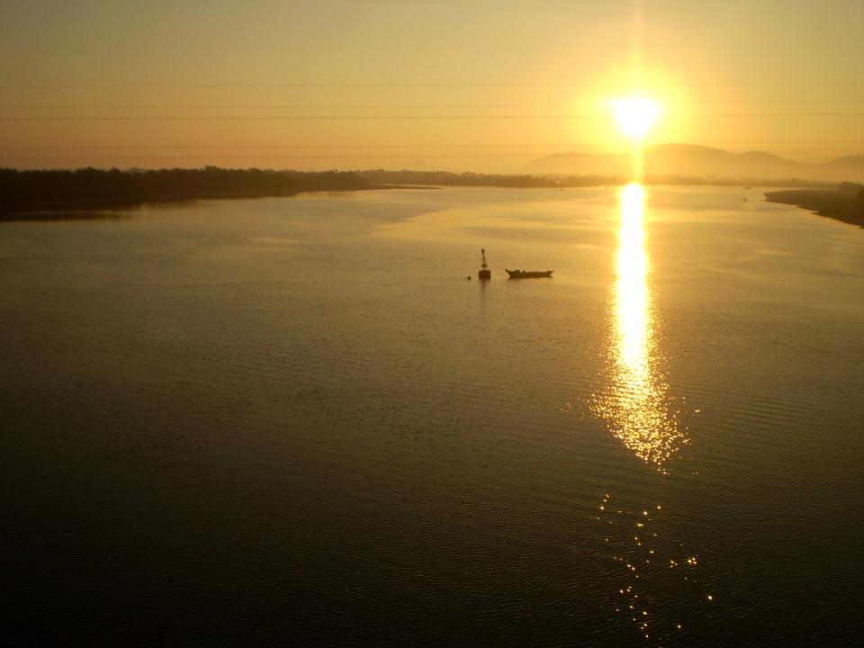 bình minh trên sông Dinh
